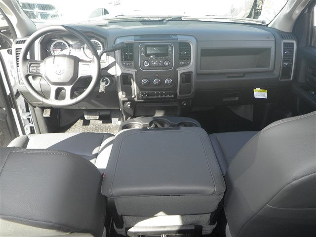 2016 Ram 3500 Crew Cab DRW 4x4, Reading Service Body #K90580 - photo 13