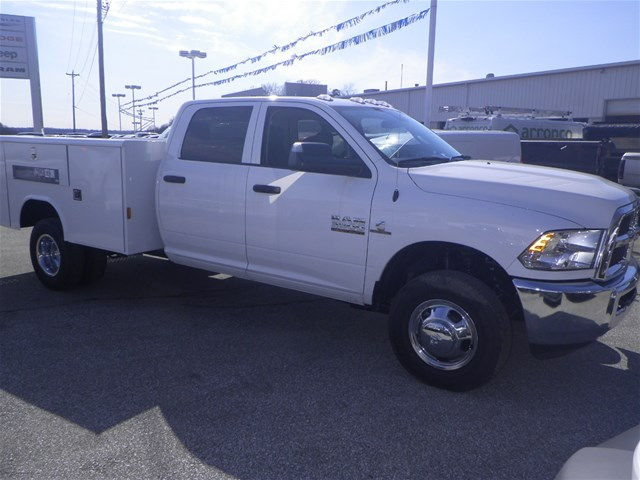 2016 Ram 3500 Crew Cab DRW 4x4, Reading Service Body #K90580 - photo 4