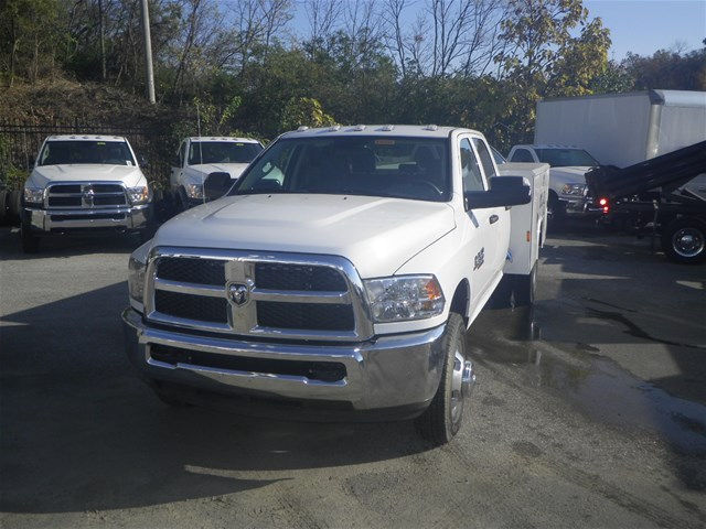 2016 Ram 3500 Crew Cab DRW 4x4, Reading Service Body #K90580 - photo 19