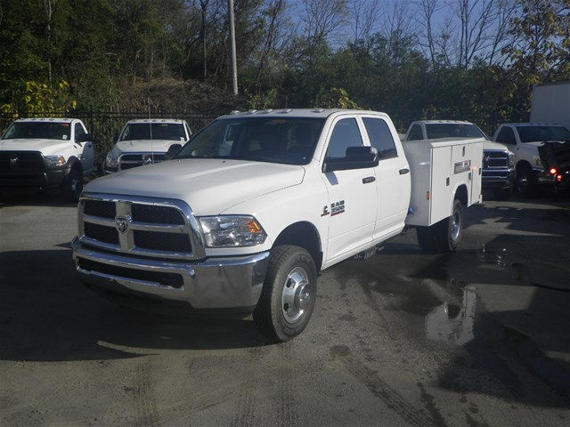 2016 Ram 3500 Crew Cab DRW 4x4, Reading Service Body #K90580 - photo 20