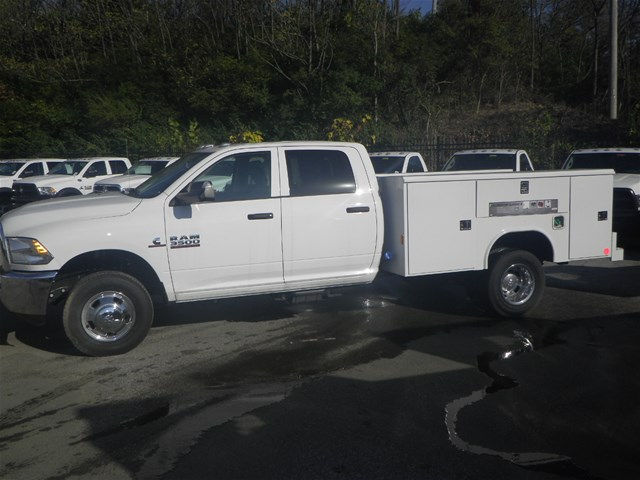 2016 Ram 3500 Crew Cab DRW 4x4, Reading Service Body #K90580 - photo 21