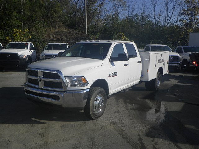 2016 Ram 3500 Crew Cab DRW 4x4, Reading Service Body #K90580 - photo 23