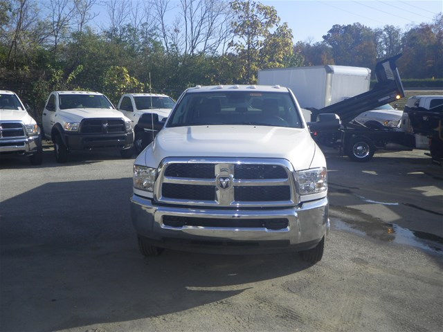 2016 Ram 3500 Crew Cab DRW 4x4, Reading Service Body #K90580 - photo 24