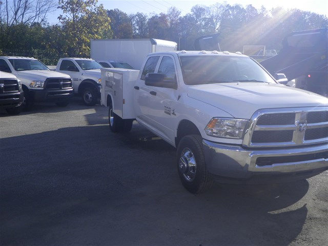 2016 Ram 3500 Crew Cab DRW 4x4, Reading Service Body #K90580 - photo 25