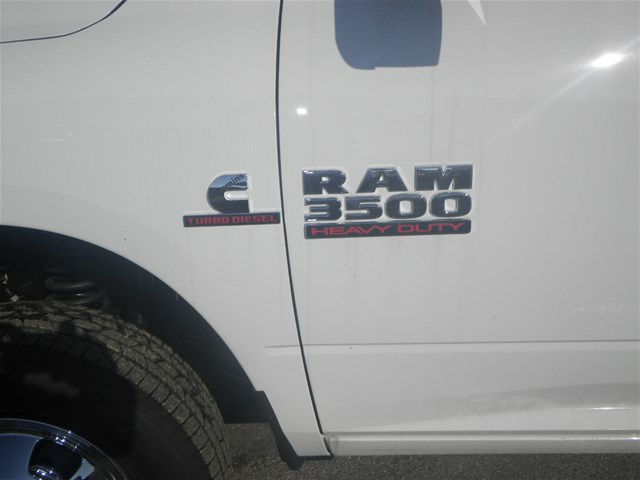 2016 Ram 3500 Crew Cab DRW 4x4, Reading Service Body #K90580 - photo 29