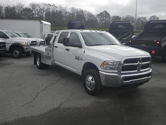 2017 Ram 3500 Crew Cab DRW 4x4, Hillsboro Platform Body #K90964 - photo 4