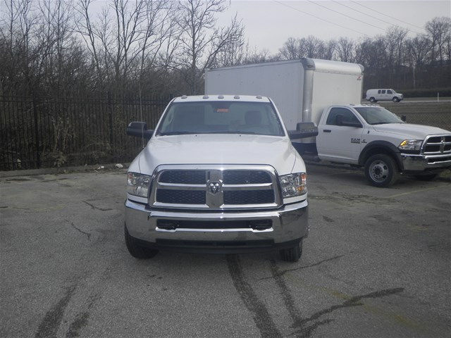 2017 Ram 3500 Regular Cab DRW 4x4, Cab Chassis #K91014 - photo 3