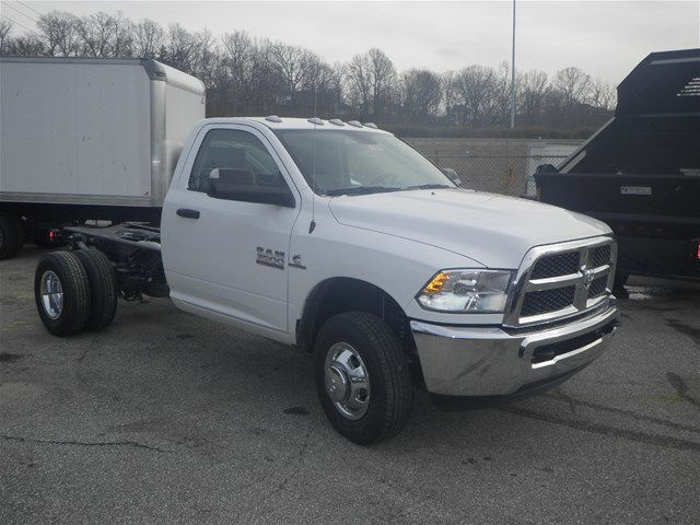 2017 Ram 3500 Regular Cab DRW 4x4, Cab Chassis #K91014 - photo 4