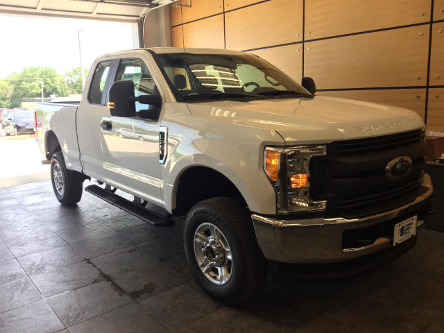 2017 F-250 Super Cab 4x4, Pickup #172638 - photo 3