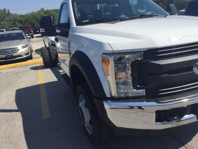2017 F-550 Regular Cab DRW Cab Chassis #172848 - photo 3