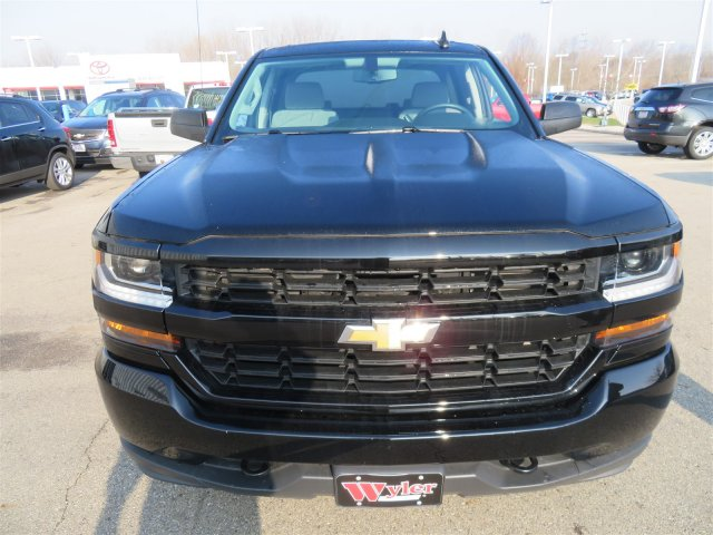 2018 Silverado 1500 Crew Cab 4x4,  Pickup #D63396 - photo 3