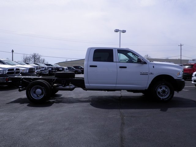 2017 Ram 3500 Crew Cab DRW 4x4, Cab Chassis #A29255 - photo 5