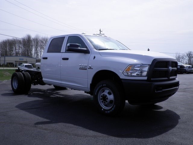 2017 Ram 3500 Crew Cab DRW 4x4, Cab Chassis #A29255 - photo 4
