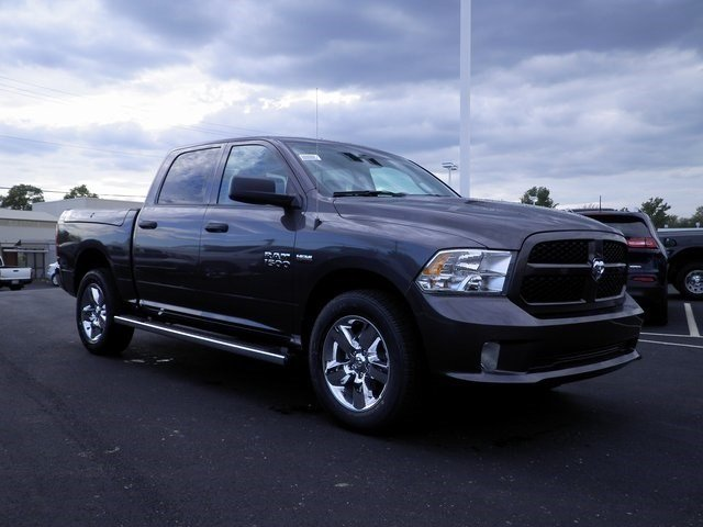2018 Ram 1500 Crew Cab 4x4 Pickup #A29842 - photo 4