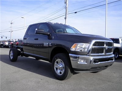 2018 Ram 3500 Crew Cab 4x4 Cab Chassis #A910216 - photo 4