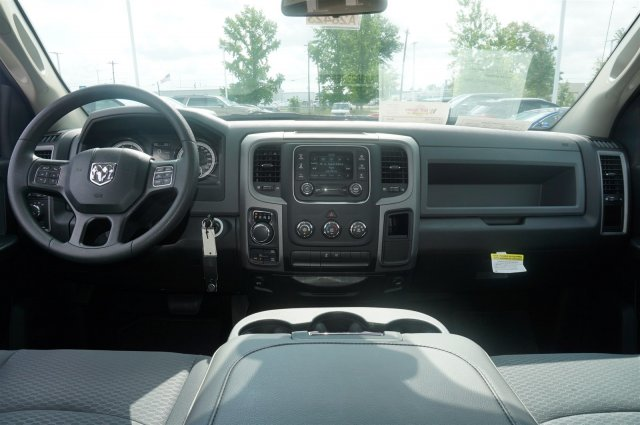 2017 Ram 1500 Crew Cab 4x4, Pickup #AT0870 - photo 10