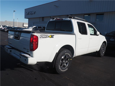2017 Frontier Crew Cab Pickup #A662893 - photo 4