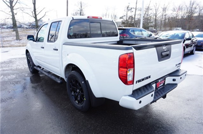 2018 Frontier Crew Cab, Pickup #A663464 - photo 2