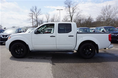 2018 Frontier Crew Cab, Pickup #A663625 - photo 3