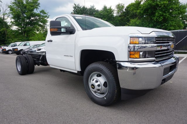 2017 Silverado 3500 Regular Cab DRW 4x4 Cab Chassis #A342240 - photo 8