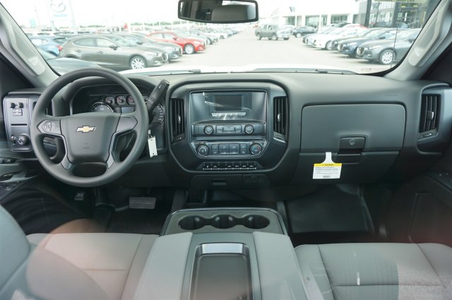 2017 Silverado 3500 Regular Cab 4x4, Cab Chassis #A900146 - photo 10