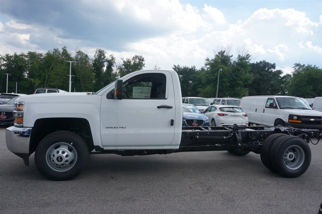 2017 Silverado 3500 Regular Cab 4x4, Cab Chassis #A900146 - photo 3