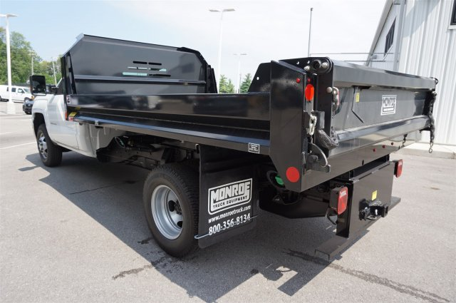 2017 Silverado 3500 Regular Cab 4x4, Dump Body #A900162 - photo 2