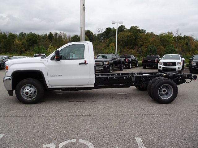 2018 Sierra 3500 Regular Cab DRW 4x4, Cab Chassis #X20538 - photo 8