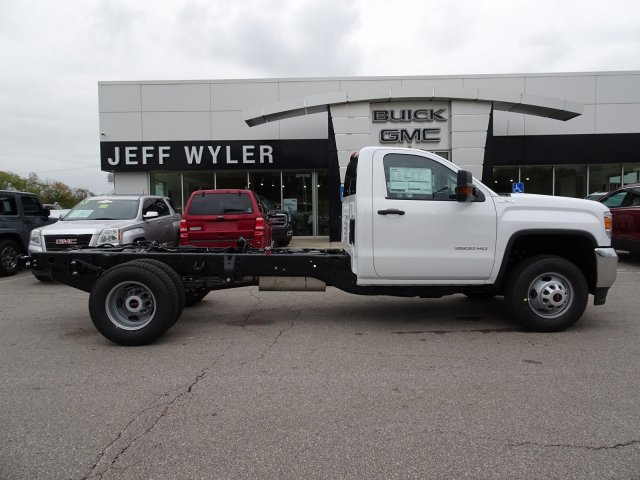 2018 Sierra 3500 Regular Cab DRW 4x4, Cab Chassis #X20540 - photo 3