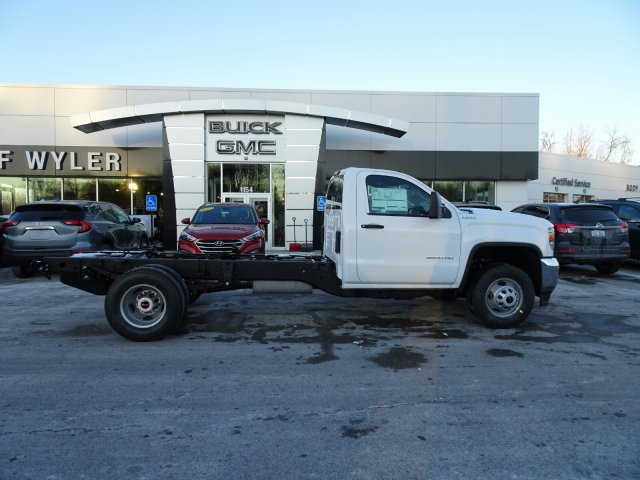 2018 Sierra 3500 Regular Cab DRW 4x4 Cab Chassis #X20560 - photo 3