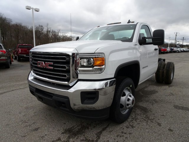 2018 Sierra 3500 Regular Cab DRW 4x4, Cab Chassis #X20571 - photo 10