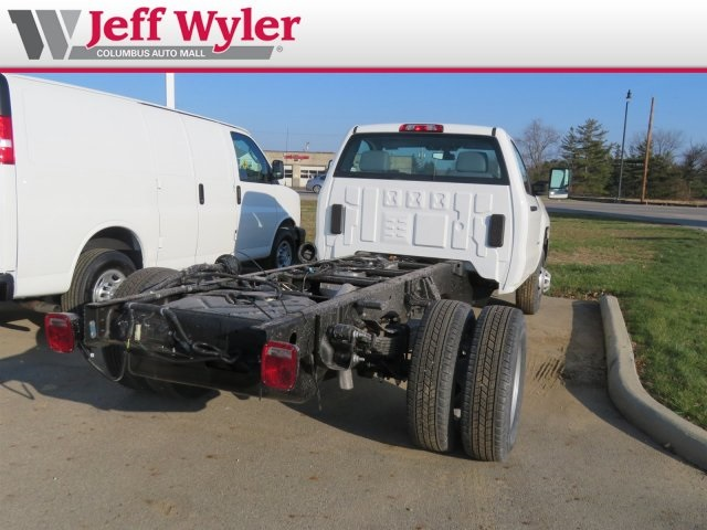 2019 Silverado 3500 Regular Cab DRW 4x4,  Cab Chassis #569078 - photo 6