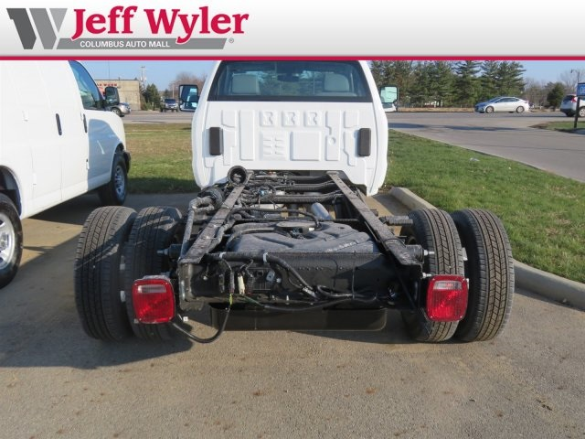 2019 Silverado 3500 Regular Cab DRW 4x4,  Cab Chassis #569078 - photo 7