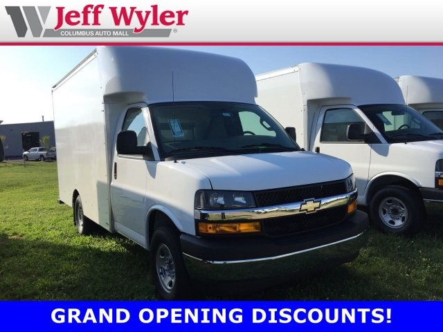2019 Chevrolet Express 3500 4x2, Supreme Cutaway Van #569417 - photo 1