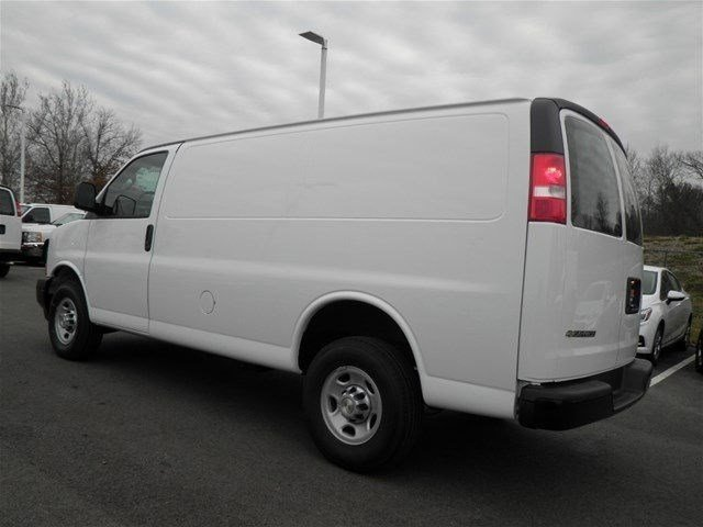 2017 Express 3500 Cargo Van #S90593 - photo 3