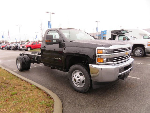 2018 Silverado 3500 Regular Cab DRW 4x4, Cab Chassis #S90650 - photo 4