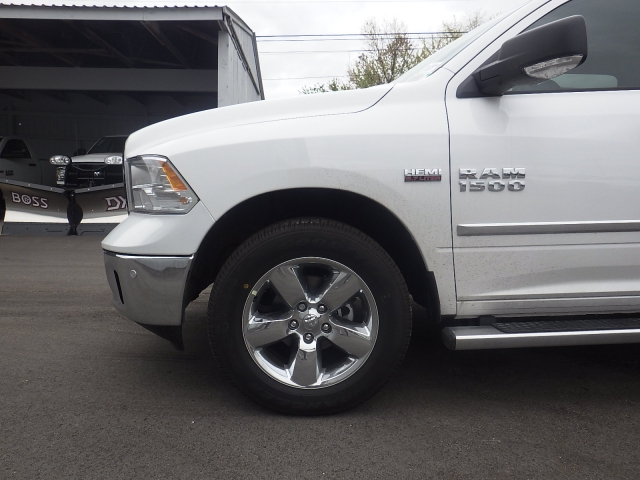 2016 Ram 1500 Crew Cab 4x4, Pickup #DG309 - photo 10