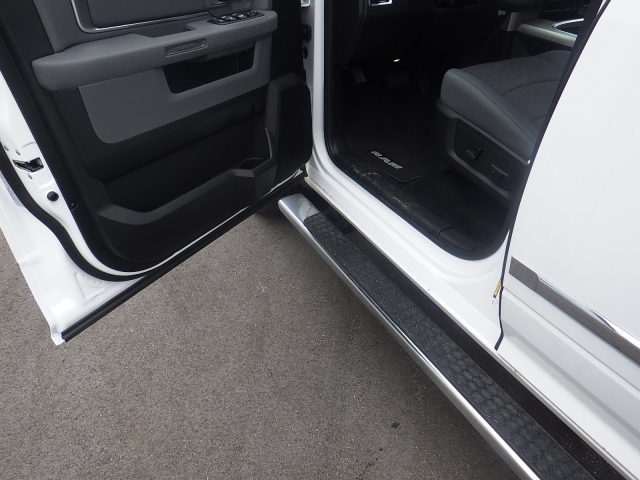 2016 Ram 1500 Crew Cab 4x4, Pickup #DG309 - photo 12