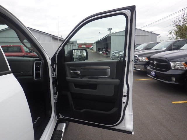 2016 Ram 1500 Crew Cab 4x4, Pickup #DG309 - photo 33