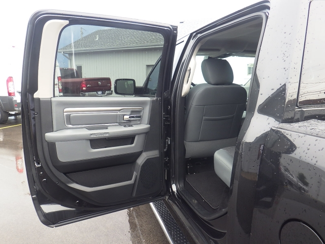 2016 Ram 1500 Crew Cab 4x4, Pickup #DG317 - photo 29