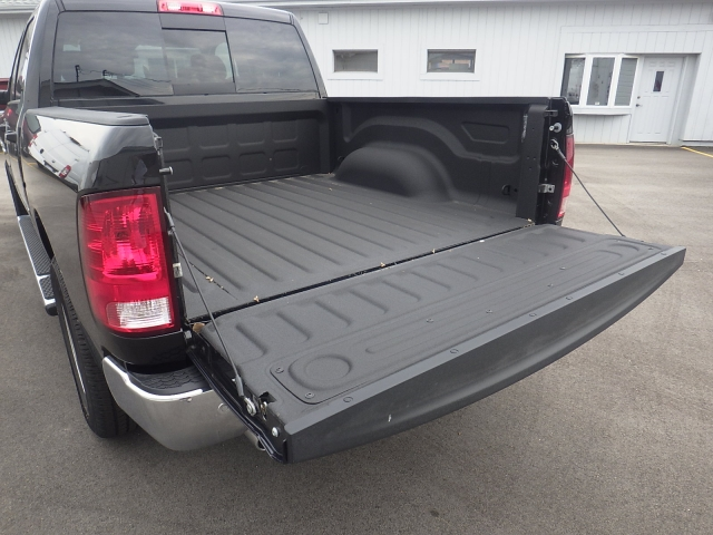 2016 Ram 1500 Crew Cab 4x4, Pickup #DG322 - photo 39