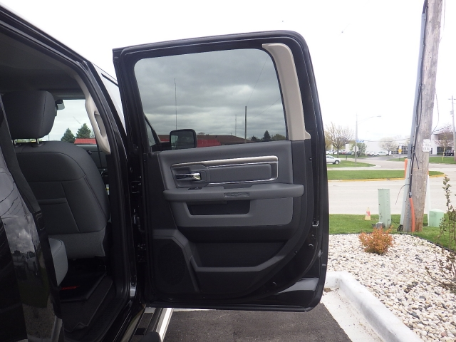 2016 Ram 1500 Crew Cab 4x4, Pickup #DG324 - photo 33