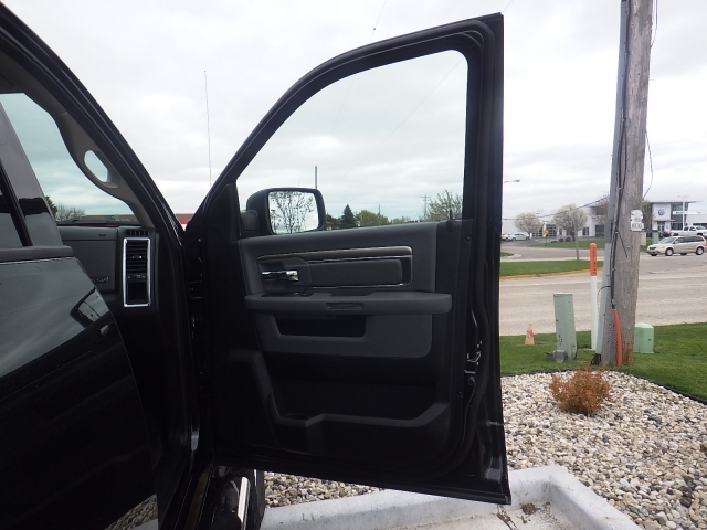 2016 Ram 1500 Crew Cab 4x4 Pickup #DG324 - photo 35