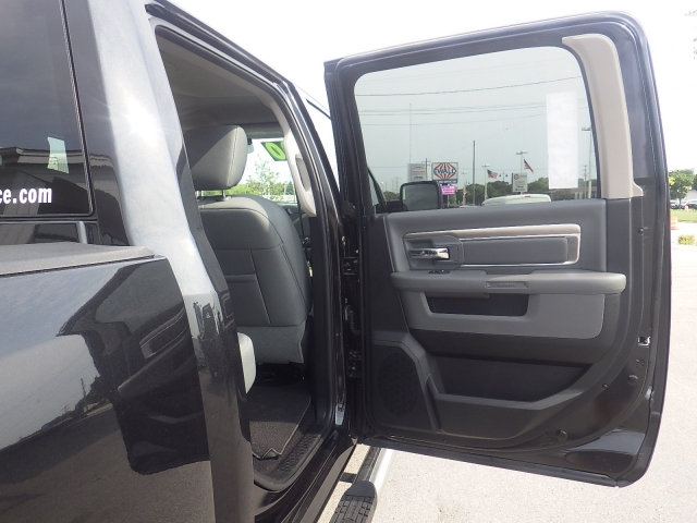 2016 Ram 1500 Crew Cab 4x4, Pickup #DG324 - photo 40