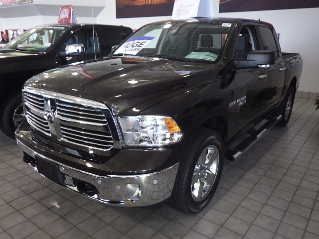 2016 Ram 1500 Crew Cab 4x4, Pickup #DG335 - photo 10