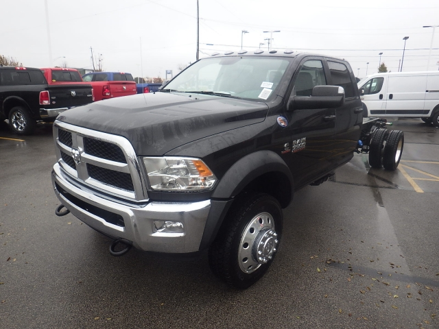 2017 Ram 5500 Crew Cab DRW 4x4 Cab Chassis #DH404 - photo 13