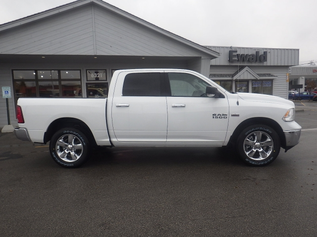 2018 Ram 1500 Crew Cab 4x4, Pickup #DJ146 - photo 4