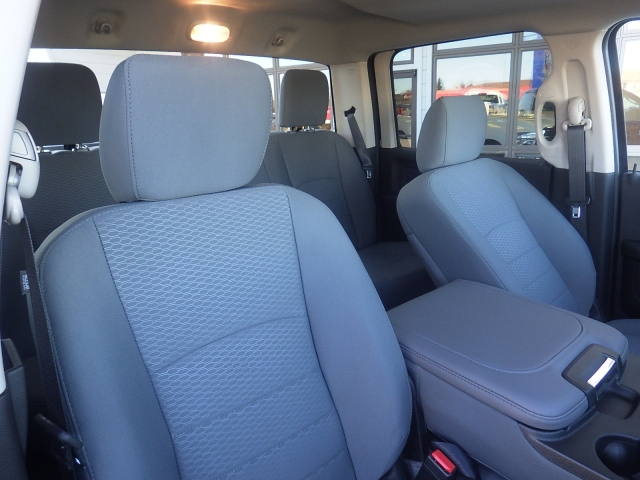 2018 Ram 1500 Crew Cab 4x4, Pickup #DJ198 - photo 35