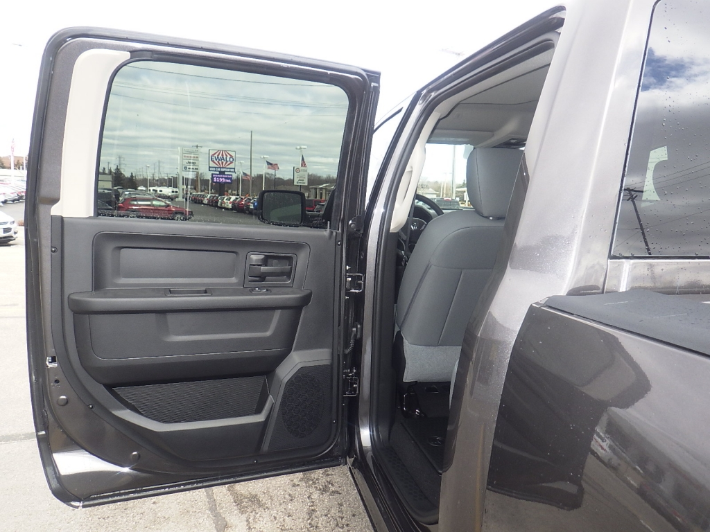 2018 Ram 1500 Crew Cab 4x4, Pickup #DJ225 - photo 27
