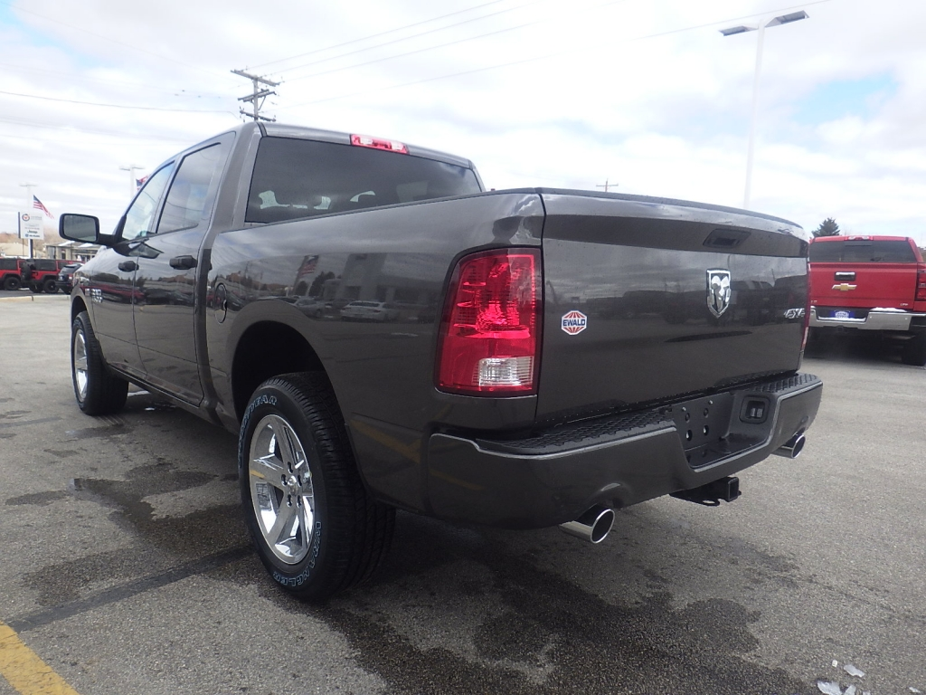 2018 Ram 1500 Crew Cab 4x4, Pickup #DJ225 - photo 6